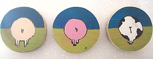 Houten schilderijtjes van blote billen
