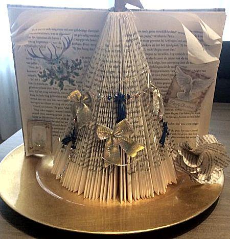Kerstboom vouwen uit een boek