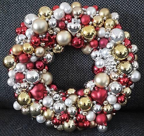 Kerstkrans van kerstballen