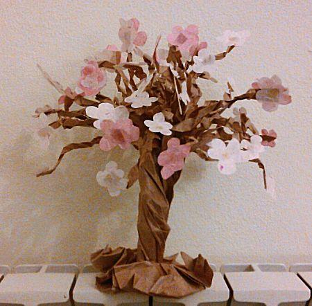 Papieren boom met bloemen