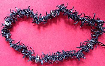 Halsketting van fietsbanden