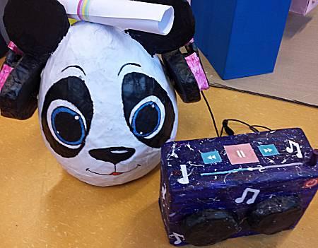 surprise panda met koptelefoon