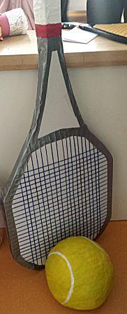 Tennisracket van ruim 1 meter