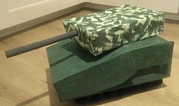 Tank in camouflagekleuren surprise