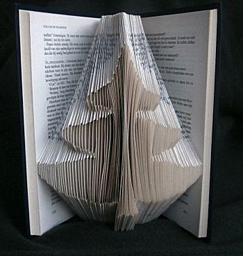 Vouw een kerstboom uit een boek